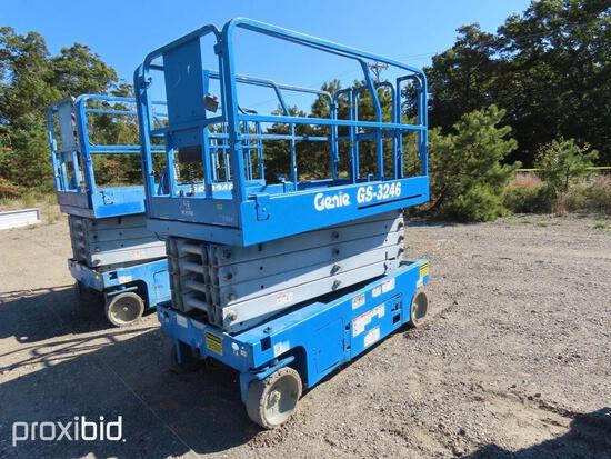 2014 GENIE GS3246 SCISSOR LIFT SN:117088 electric powered, equipped with 32ft. Platform height, slid