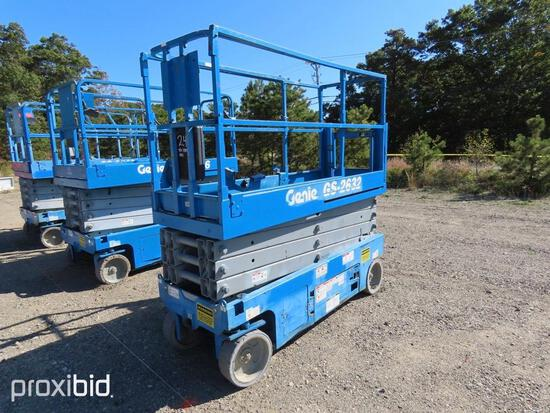 2014 GENIE GS2632 SCISSOR LIFT SN:118497 electric powered, equipped with 26ft. Platform height, slid