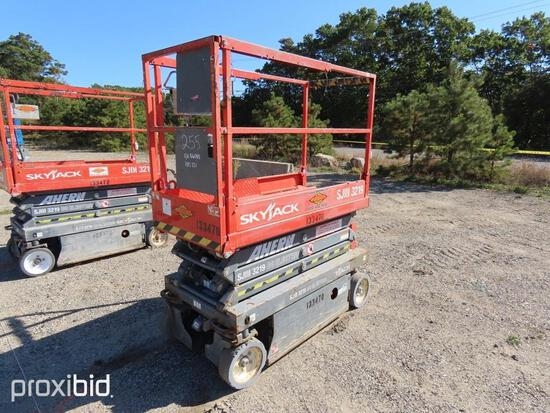 2013 SKYJACK SJ3219 SCISSOR LIFT SN:22056085 electric powered, equipped with 19ft. Platform height,