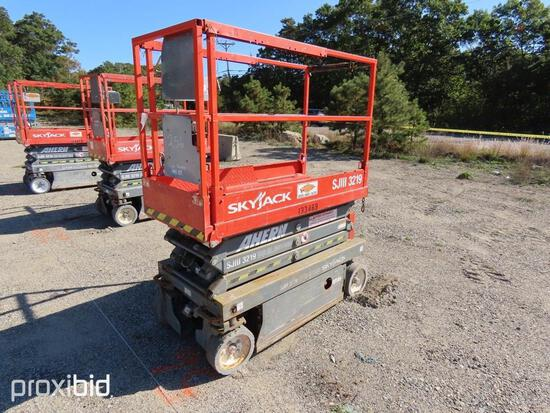 2013 SKYJACK SJ3219 SCISSOR LIFT SN:22056084 electric powered, equipped with 19ft. Platform height,
