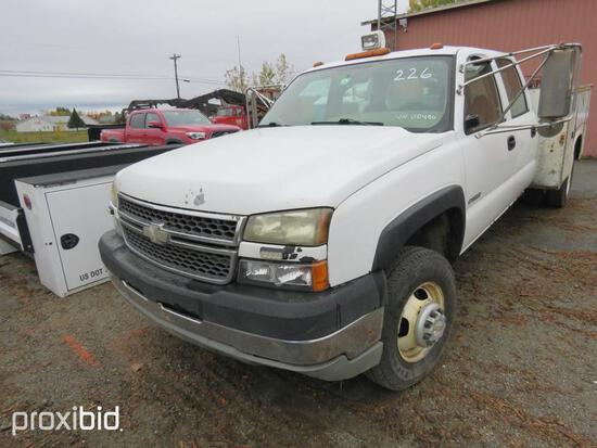 2005 CHEVY 3500 SERVICE TRUCK VN:N/A 4x4, powered by 6.0 V8 gas engine, equipped with automatic tran