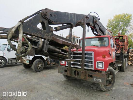 INTERNATIONAL F-2575 LOG LOADER VN:GB11126 powered by diesel engine, equipped with manual transmissi