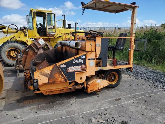 LEEBOY 1200S MAINTAINER ASPHALT PAVER SN:1200S659 powered by Hatz diesel 3ft. to 5ft....paver with 2