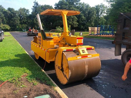 HYSTER C350D ASPHALT ROLLER SN:906652...powered by diesel engine, equipped with OROPS, 54in. Smooth