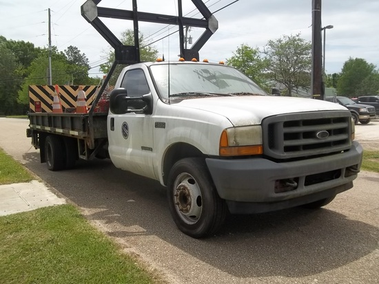 2001 Ford F550 XL Super Duty Highway Safety Truck