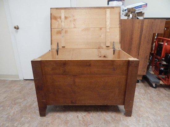 Antique blanket / storage chest