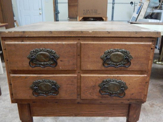 Antique accent table with 4 drawers