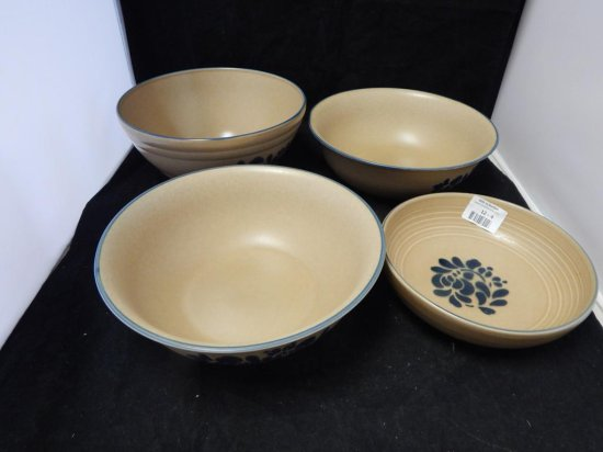 Pfaltzgraff Co Pottery, Lot of 4 Bowls in different sizes