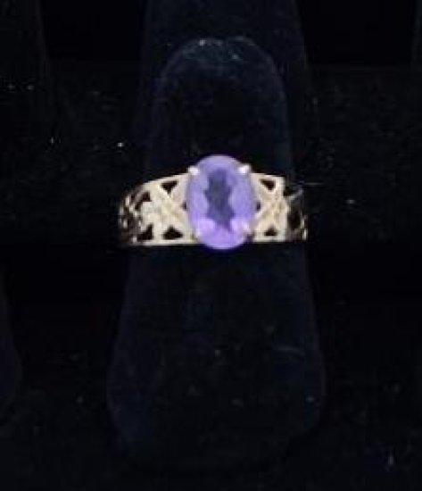 10 kt. Gold purple stone ?amethyst ring size 7.5