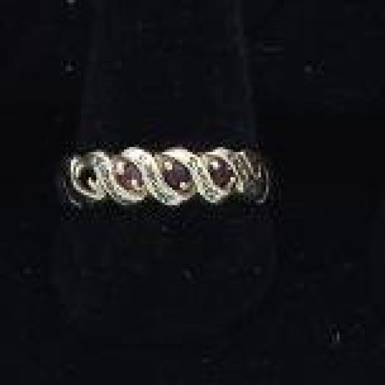 10 kt Gold ?ruby ring engraved. *one missing stone size 9.5
