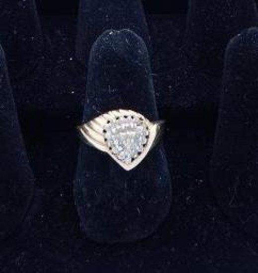 10kt gold & diamond ring. *damaged size 8