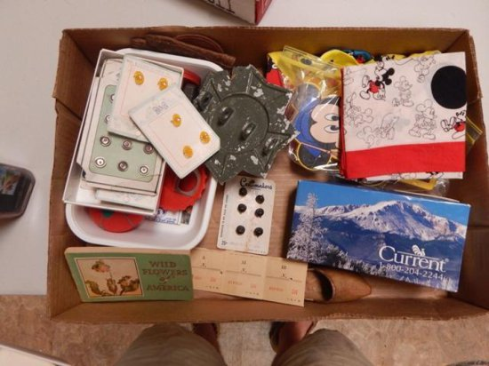TRAY LOT OF VINTAGE BUTTON VARIOUS SIZES AND MICKEY MOUSE ITEMS