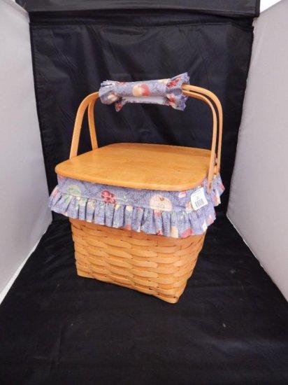 Longaberger 1998 Grannie Bonnies' 2 Pie Basket with lid, pie stand, fabric liner, plastic protector