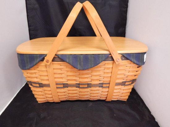 Longaberger 1999 Picnic Basket with lid, handles, fabric lining, and stackable treasures picnic