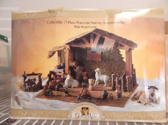 Grandeur Noel 17 pc Nativity set