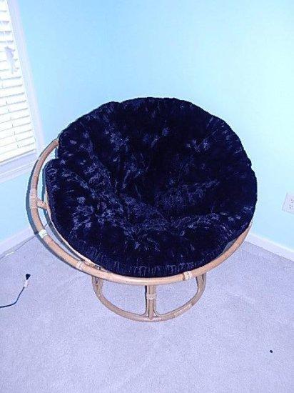 Wicker round corner chair with plush seat