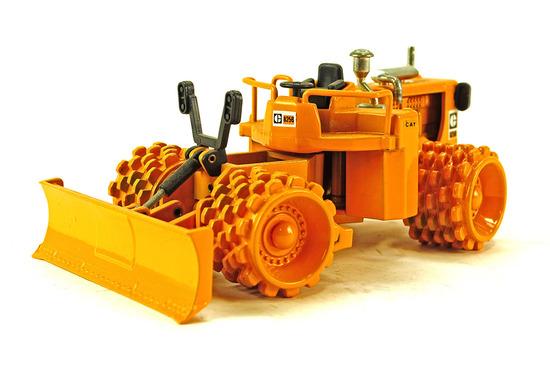 Caterpillar 825B Compactor
