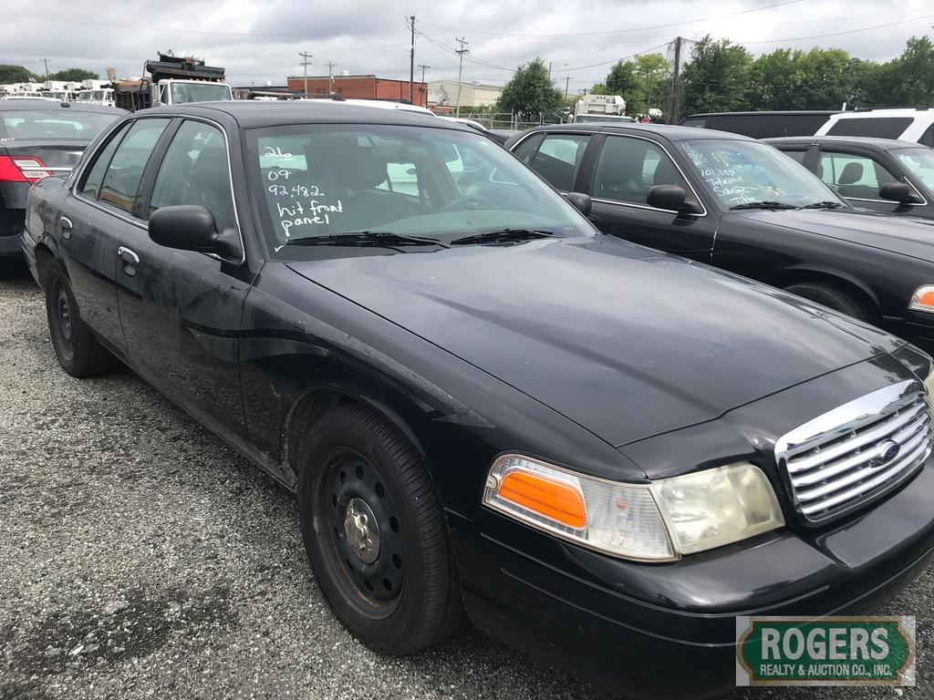 2009 Ford Crown Vic, 4.6, 92482 miles, No Console, Hit Front Panel, 2FAHP71V19X125434