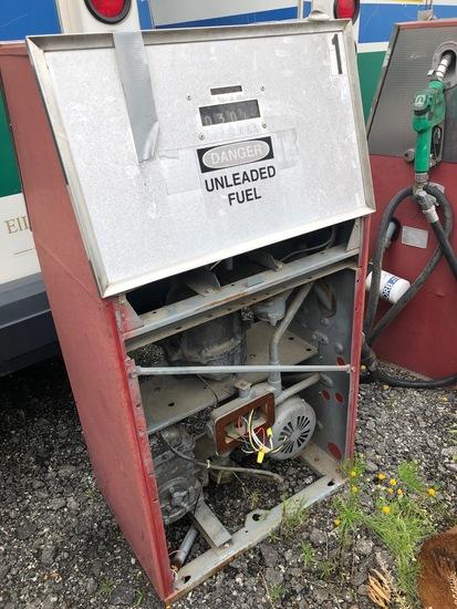 2 Gas Pumps