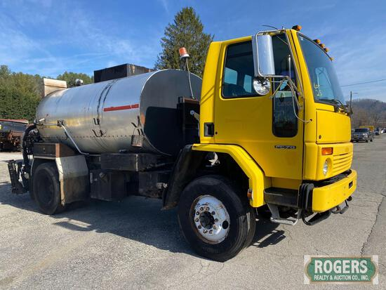 2002 Freightliner FC70 with 2002 Roscoe Maximizer II