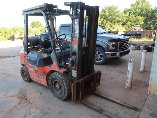 Toyota 4000 lb. LP Forklift Model 7FGU25, S/N 67217, Pneumatic Tires, 3-Stage Mast, Side Shift, 7585