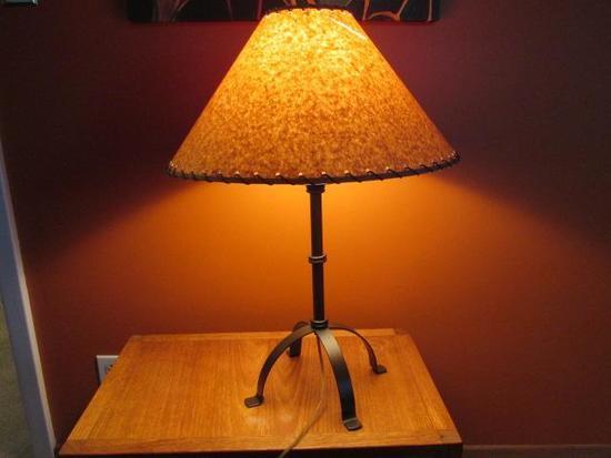 """LAMP 26"""" (SHADE MINOR DAMAGE)"""