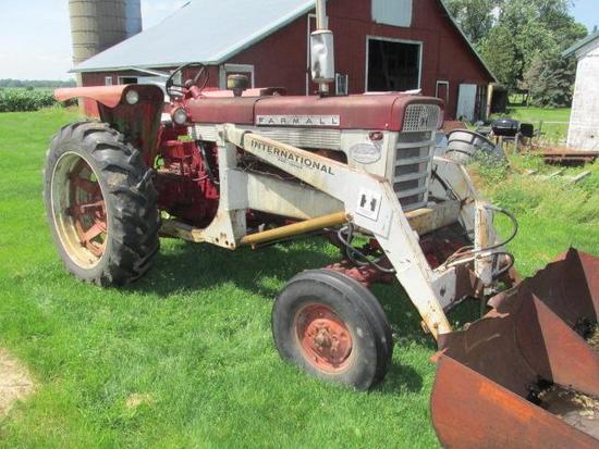 Farmall 460 w/2001 Loader