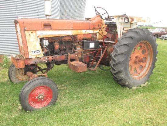 1965 FARMALL 706 Diesel