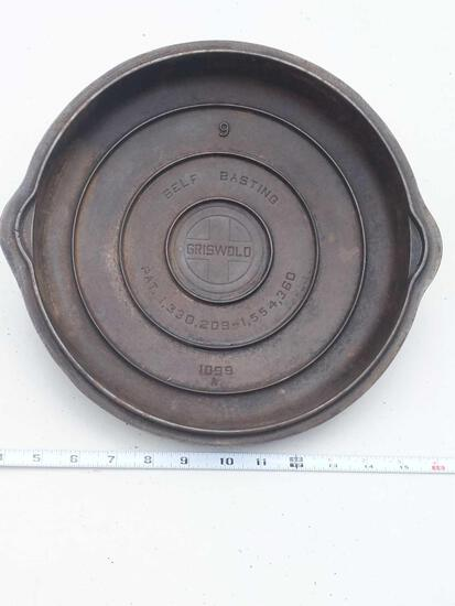 Griswold No. 9 Self Basting Cover 1099A
