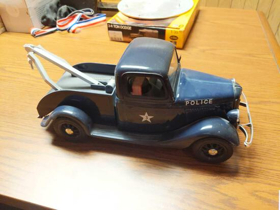 Jim Beam Ford V-8 Police Tow Truck Decanter