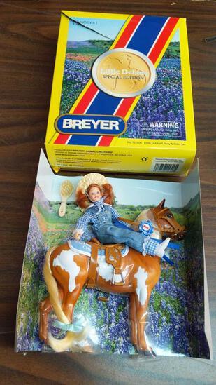 Little Debbie & Her Pinto Pal Oatmeal Cream Breyer Horse