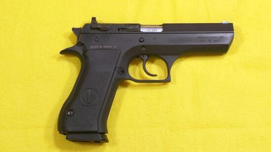 Desert Eagle Pistol Israel Military Industries .40 S&W Pistol SN#32311999 extra Clip & Case