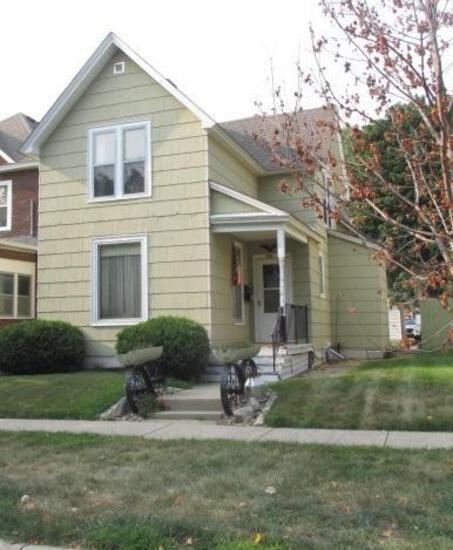 921 4th Ave NE Austin, MN - 4 bedroom, 1.5 bath, newer double detached garage, updated furnace &
