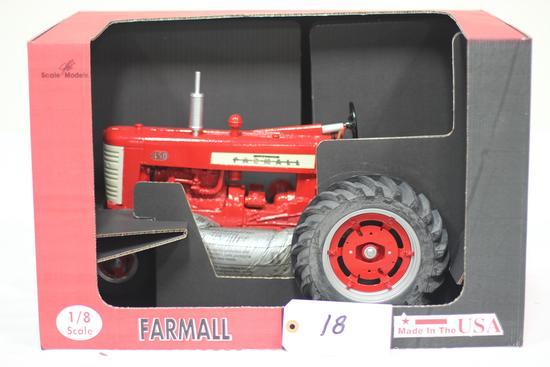 #18 FARMALL 450 TRACTOR 1/8-SCALE (NIB)