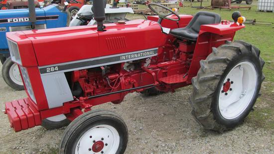 39-15 - INTERNATIONAL HARVESTER 284 GAS WIDE-FRONT TRACTOR