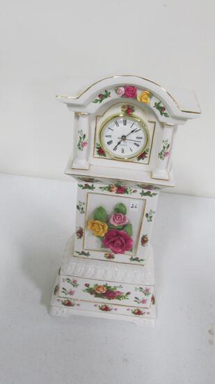 """Old Country Roses Royal Albert 1962 16"""" clock"""
