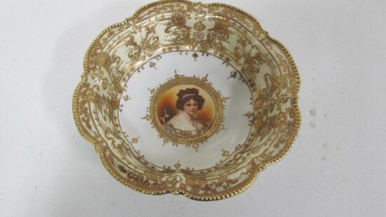 "11.5"" Portrait serving bowl w/gold over all decoration"