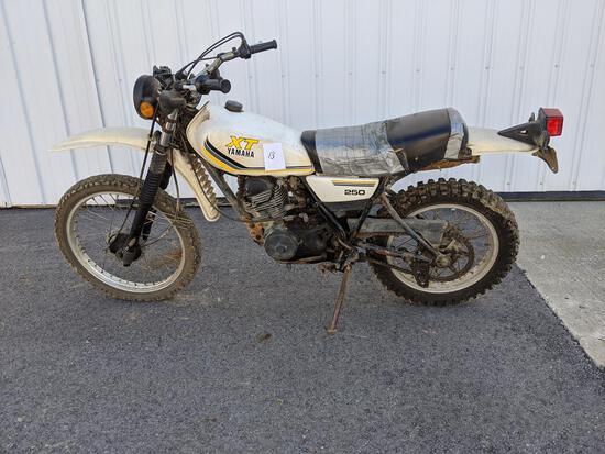 Yamaha Xt 250 Enduro Dirt Bike (missing Gauge Cluster, Broken Left Turn Signal, No Mirrors)
