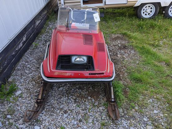 1979 Yamaha 340 Enticer Snowmobile With Fiberglass Front Shield, Dent On Front, Back Flap