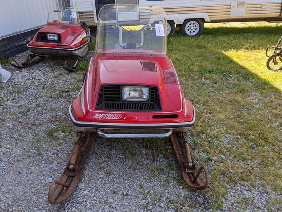 1979 Yamaha 250 Enticer Snowmobile With Fiberglass Front Shield, Dent On Front, Back Flap