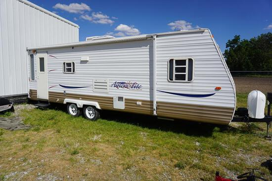 2006 AMERILITE BY GULFSTREAM 25' TANDEM AXEL CAMPER W/1 SLIDE OUT, SOFA, CHAIRS, BATHROOM, 3 BEDS, &