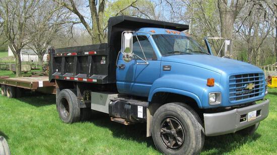 1996 CHEVROLET C6500 GAS DUMP TRUCK WITH DUAL REAR TIRES, 6.6-6.9 YARD BOX,