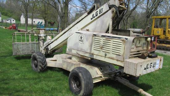JLG MODEL 40F GAS 40' LIFT WITH PULL-TYPE OR SELF DRIVEN CAPABILITIES AND 8