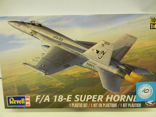 Revell F/A 18-E Super Hornet model kit 85-5850 1:48 scale