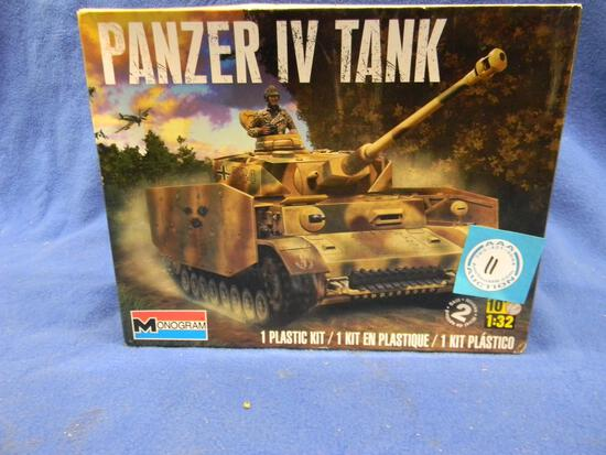 Monogram Panzer IV Tank model kit 85-7861 1:32 scale