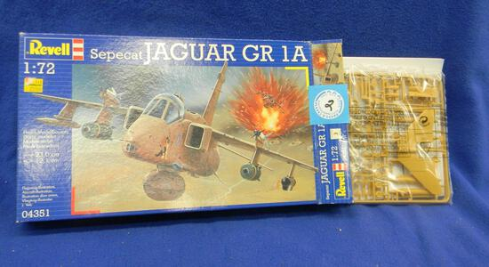 Revell Spepcat Jacquar GR 1A model kit 04351 1:72 scale