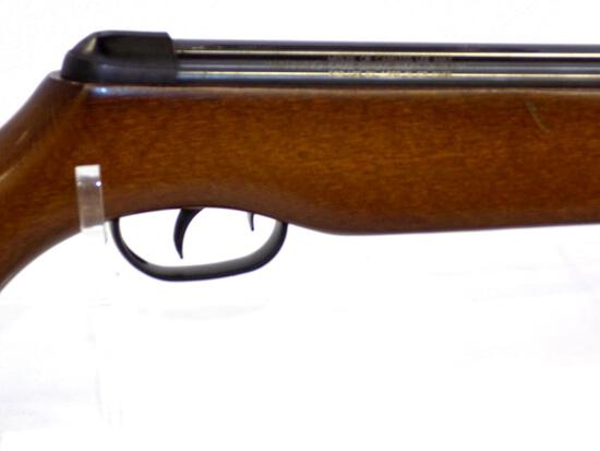 Manufacturer: Daisy Model: 131 Gauge/Cal: .177 Type: Air Rifle Serial: 2215616