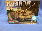 Monogram Panzer IV Tank model kit 85-7861 1:32 scale
