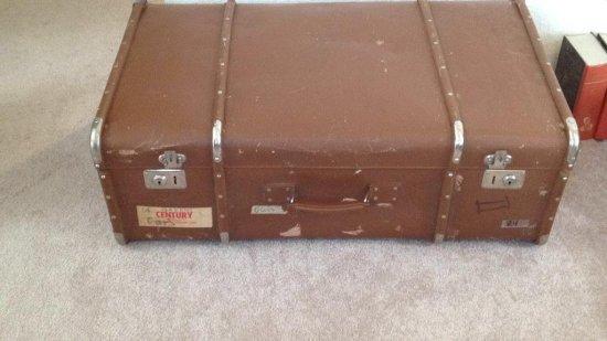 Vintage wardrobe luggage by Urbana Garante.