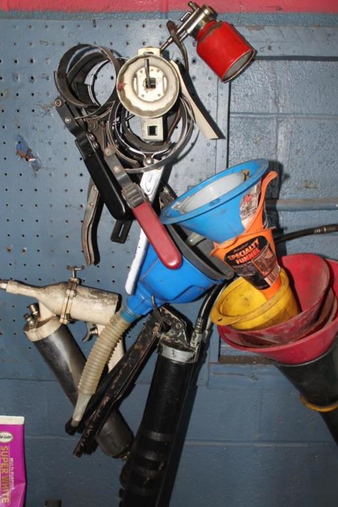 Grease Guns, Funnels, Oil Filter Wrenches